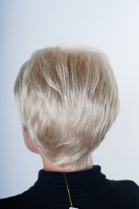 Короткий белый парик с челкой T.M.S. New Vision