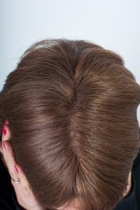 Натуральный парик средней длины Elegant Hair Collection